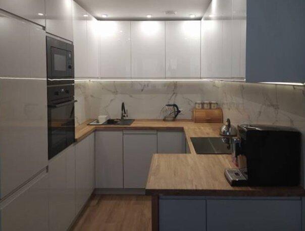 """""""kuchnia-biała-lakierowanymi-frontami-blat-kuchenny-debowy-design"""""""