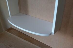 regał-półki-lakieriowana-wisząca-biała-kształt-design